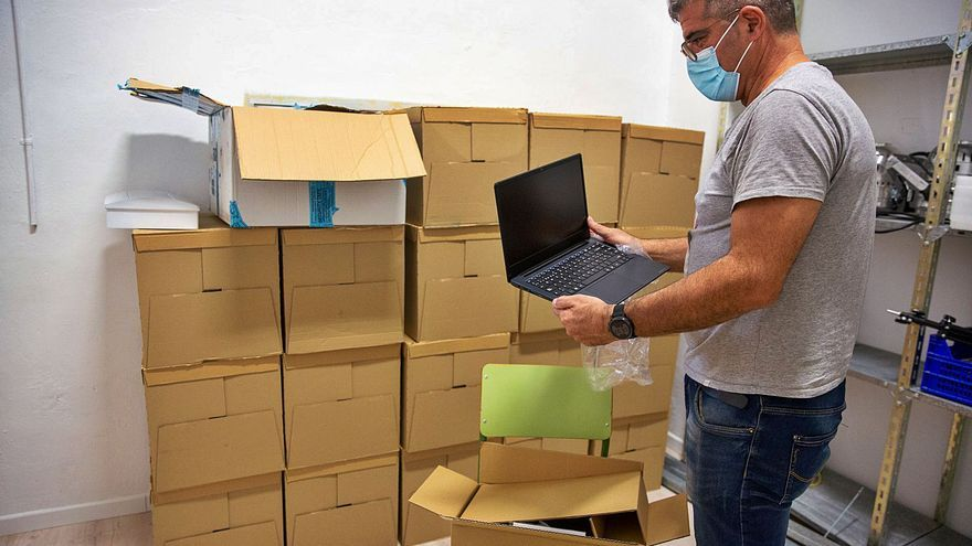 Arranca el reparto de ordenadores en los centros para informatizar todas las aulas
