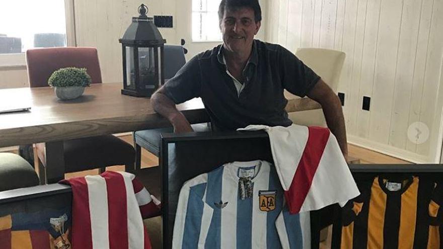 Kempes, la senyera del Valencia CF en el corazón