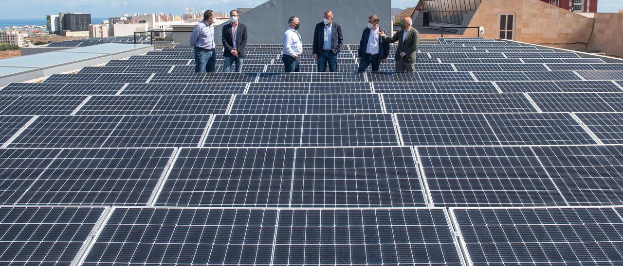 Parque fotovoltaico sobre uno de los edificios de Infecar