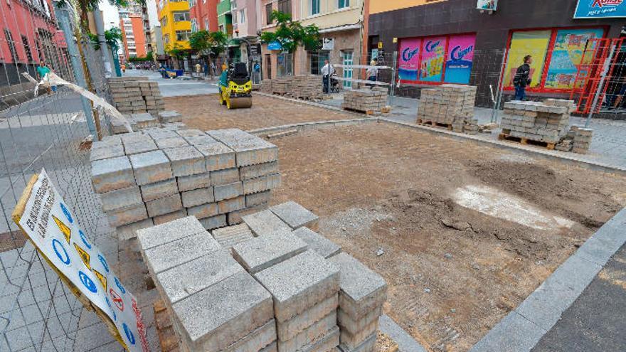 La calle Galicia vuelve a levantarse para reparar los fallos que dejó la contrata