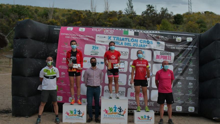 Remedios Mendoza y Carlos Cobos, campeones de Extremadura en el Zújar