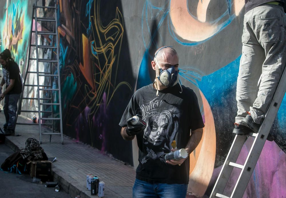 Un gigantesco grafiti en Campoamor