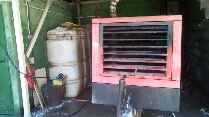 Susto en el pazo da Touza al arder un generador junto a dos tanques de combustible