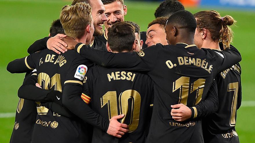 El Barça golea y convence ante una Real desconocida