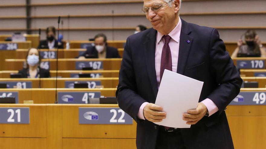 """Borrell pide crear una fuerza militar europea para dejar de ser """"subsidiarios de los americanos"""""""