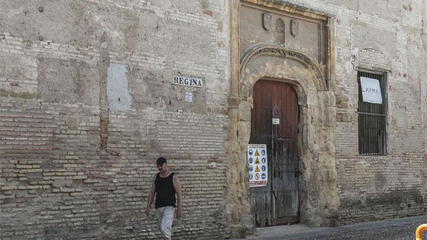 Aseguran una cornisa del Convento de Regina tras un desprendimiento