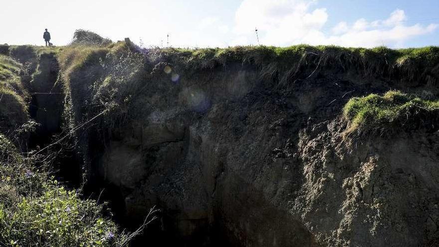 Los geólogos descartan riesgo de derrumbe del acantilado sobre Tazones