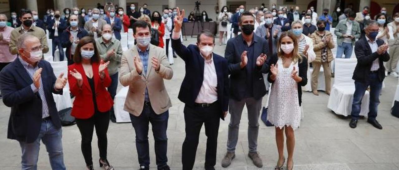 Bugallo, por la izquierda, María Barral, Gonzalo Caballero, Abel Caballero, Alberto Varela y Susana Sumelzo, ayer en Santiago. |   // XOÁN ÁLVAREZ