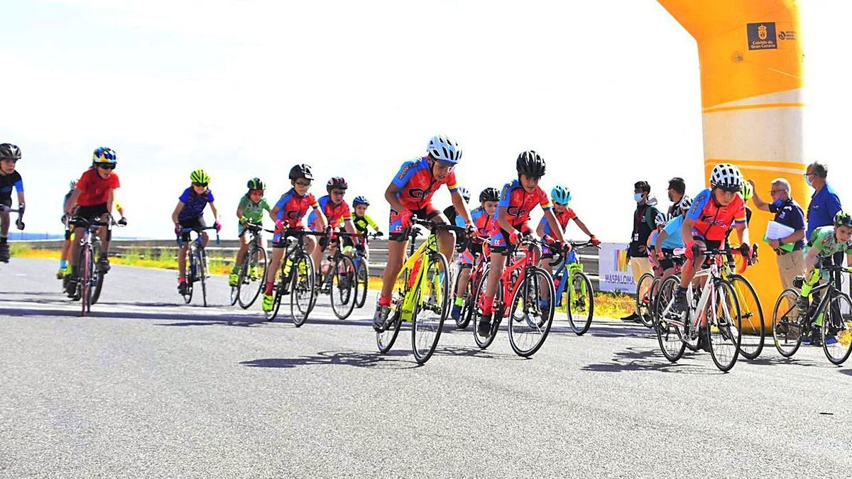 Time of the start of one of the categories of the first appointment of the Cabildo de Gran Canaria Cup.  |  |  LP / DLP