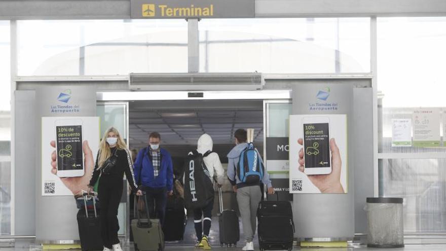 El aeropuerto de Alicante-Elche se queda sin pasajeros británicos por las trabas a los viajes