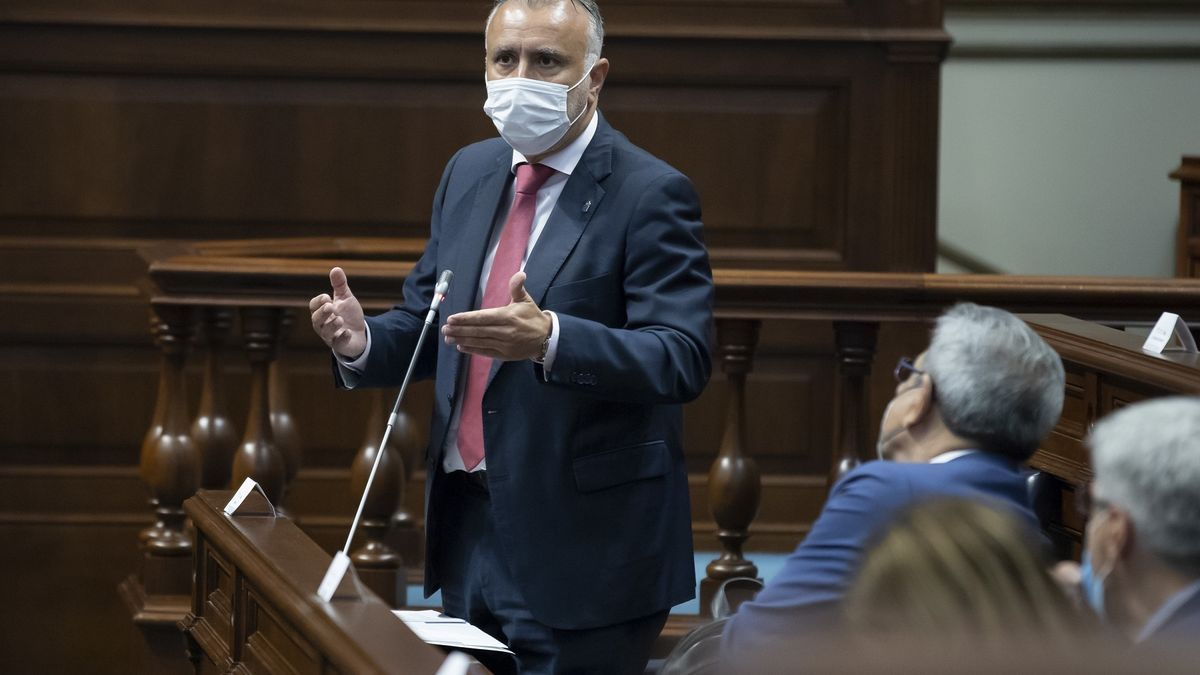 El presidente de Canarias, Ángel Víctor Torres, en el Pleno del Parlamento