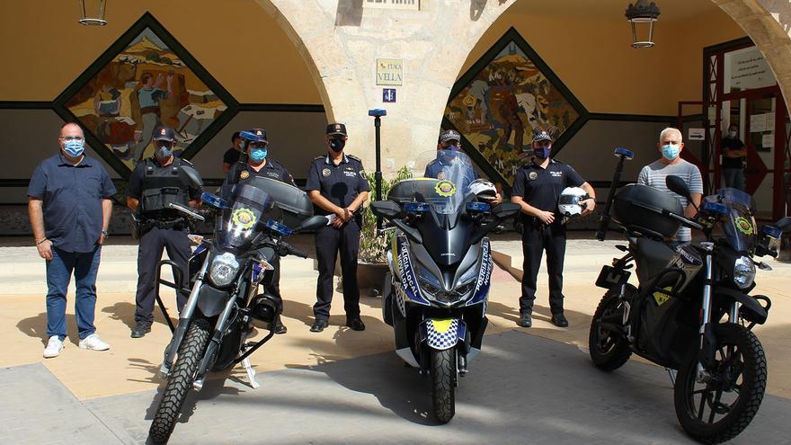 Novelda adquiere las primeras motos eléctricas para la Policía Local en la provincia de Alicante