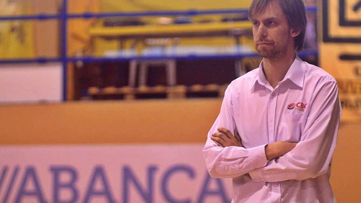 Armando Gómez, en su época al frente del Viten Getafe en un partido en O Pombal.    // NOÉ PARGA