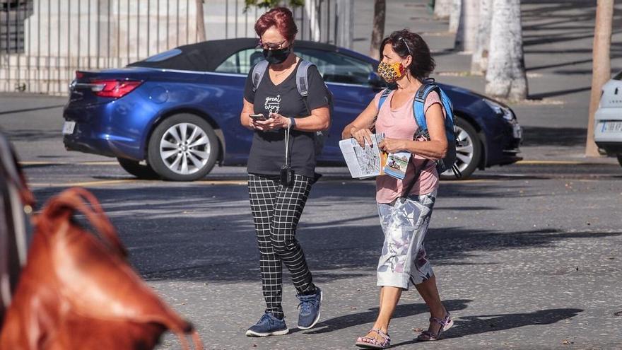 Canarias constata dos fallecimientos y 171 cotagios