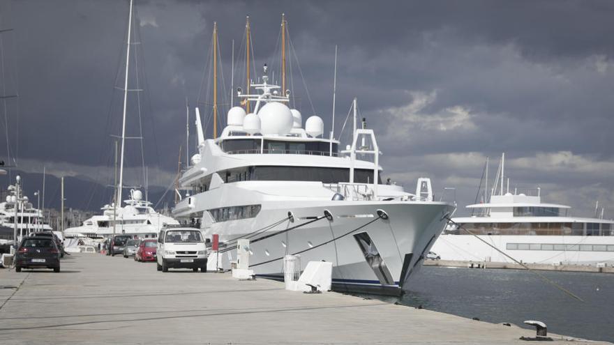 Investigan un foco de coronavirus en el Club de Mar en el yate de la familia real catarí