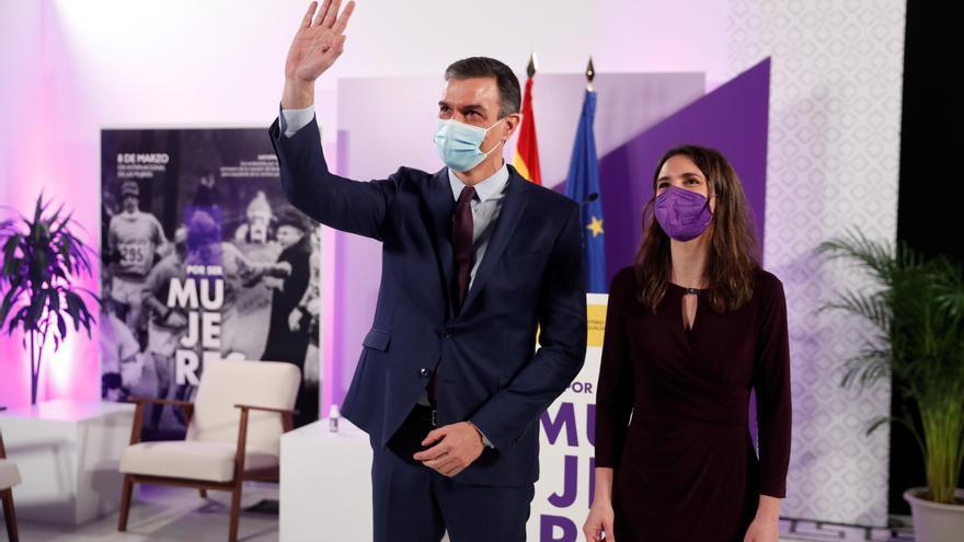 """Sánchez advierte sobre la """"amenaza"""" que supone la ultraderecha para la lucha feminista"""