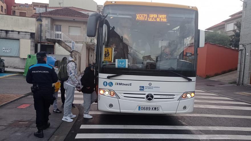 """Inspecciones de la Policía Local detectan """"irregularidades"""" en el transporte escolar en Poio"""
