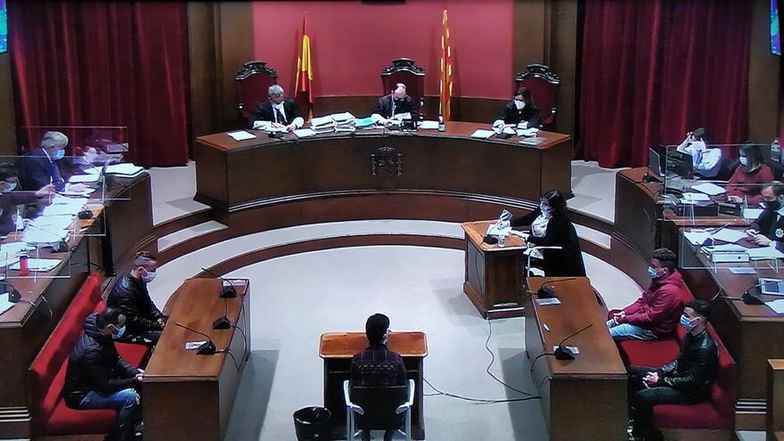 Condenados tres acusados por la violación múltiple de una joven en Sabadell