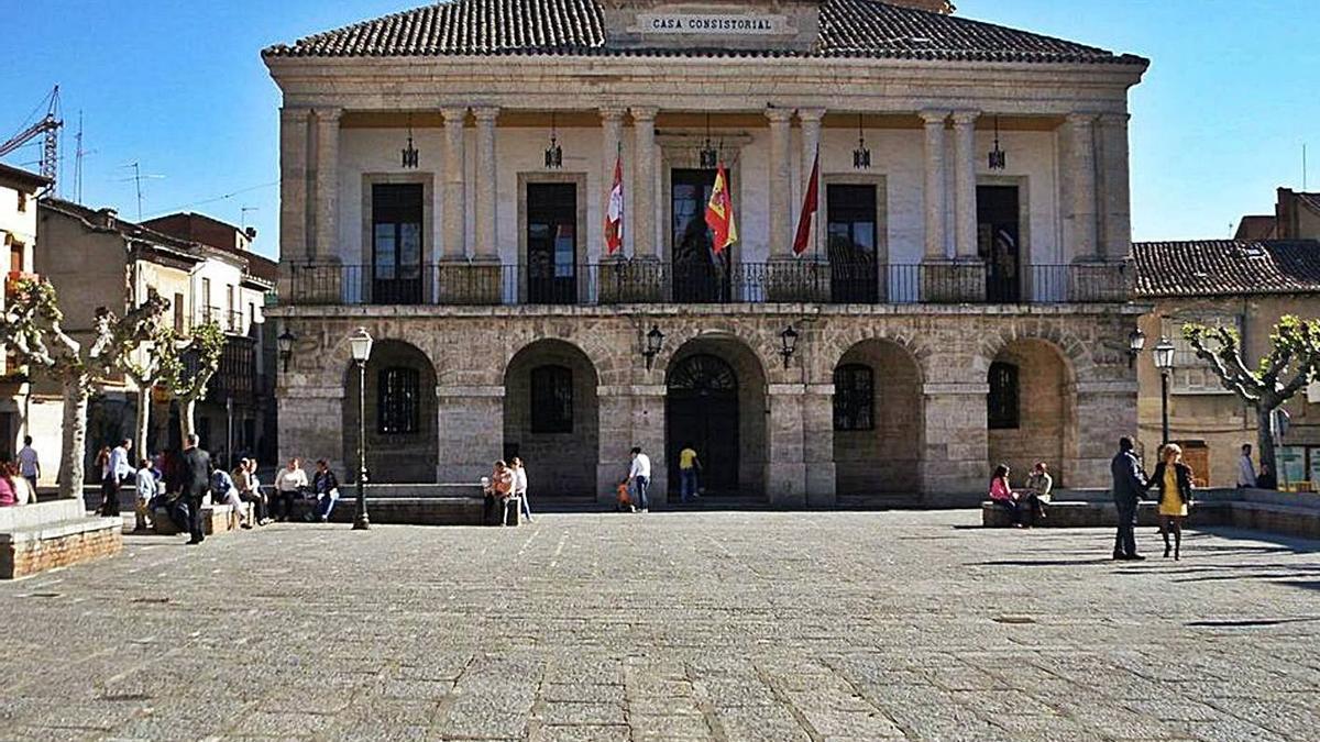 Fachada del Ayuntamiento de Toro.   M. J. C.