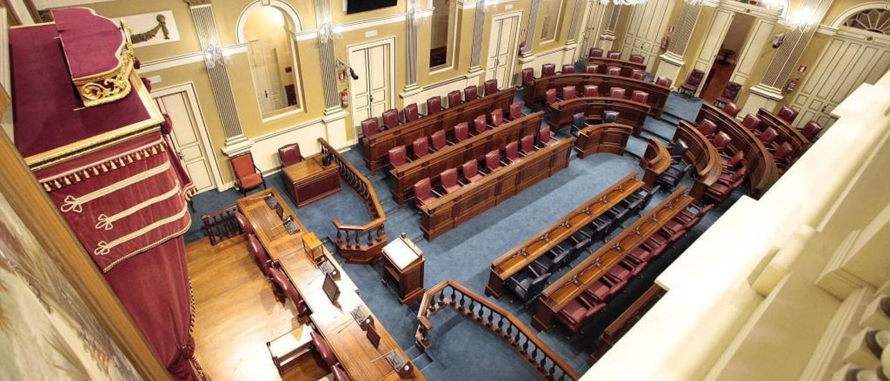 El Parlamento inicia una etapa histórica con dudas en el reparto final de la Mesa