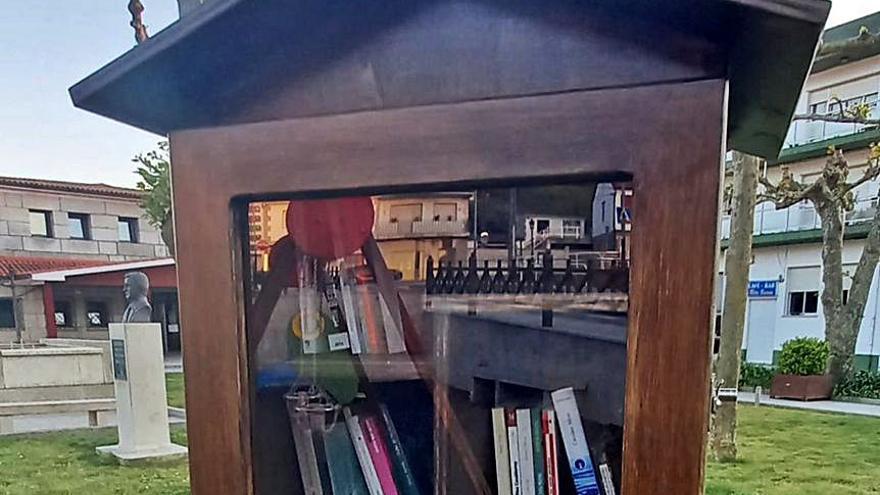 Libros en jaulas para incentivar la lectura en Meaño