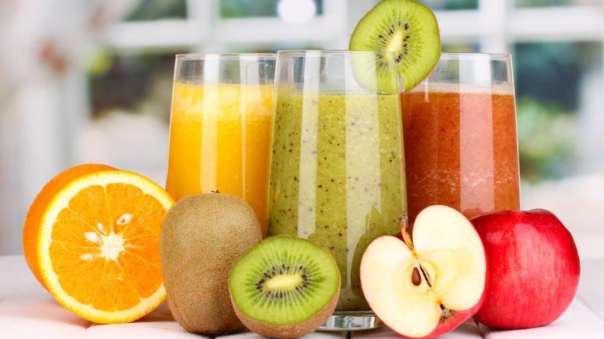 ¿Es beber zumo tan sano como comer fruta?