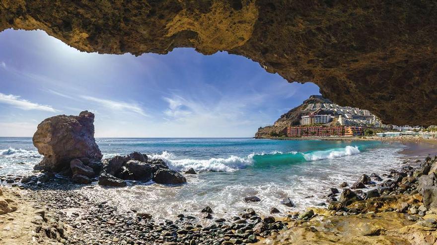 ¿Vas a volar a Canarias o a Baleares desde Asturias este verano?: Esto es lo que tienes que presentar