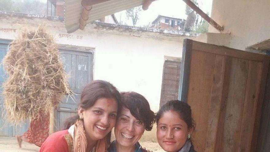 Clara García: «Al Nepal les noies poden morir pel tabú de la regla, estem canviant això»