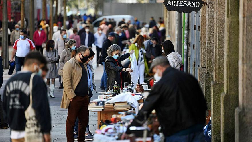 """El """"día grande"""" del mercadillo de antigüedades en la calle Sierra"""