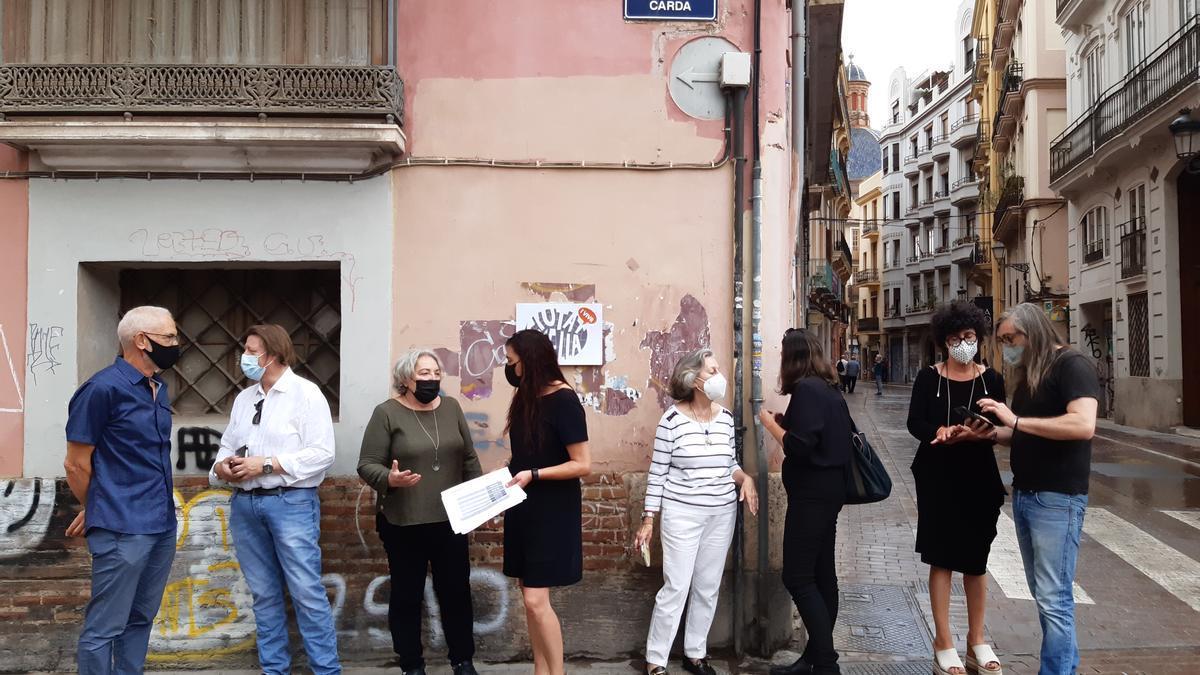 Representants dels col·lectius de Ciutat Vella que van informar ahir de les seues propostes.