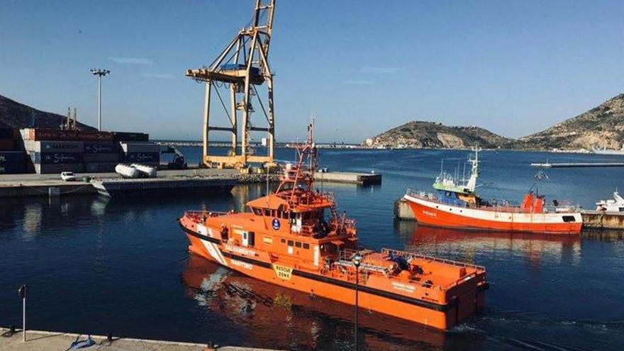 Continúan las labores de búsqueda del submarinista desaparecido