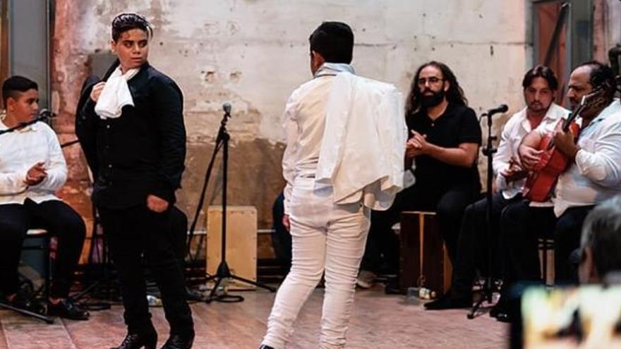 Flamenco per a lluitar contra la bretxa digital al Cabanyal