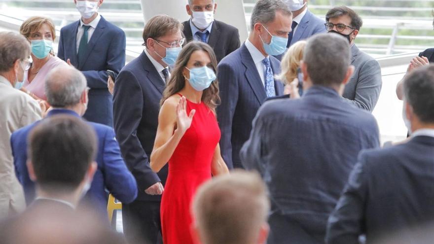 La reina Letizia rescata en València su misterioso vestido rojo