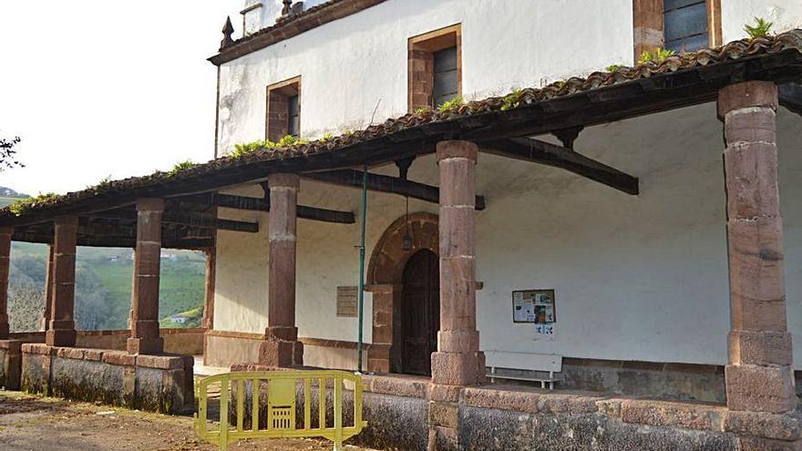 Santa Eulalia de Cabranes, apuntalada por daños serios a causa de la carcoma