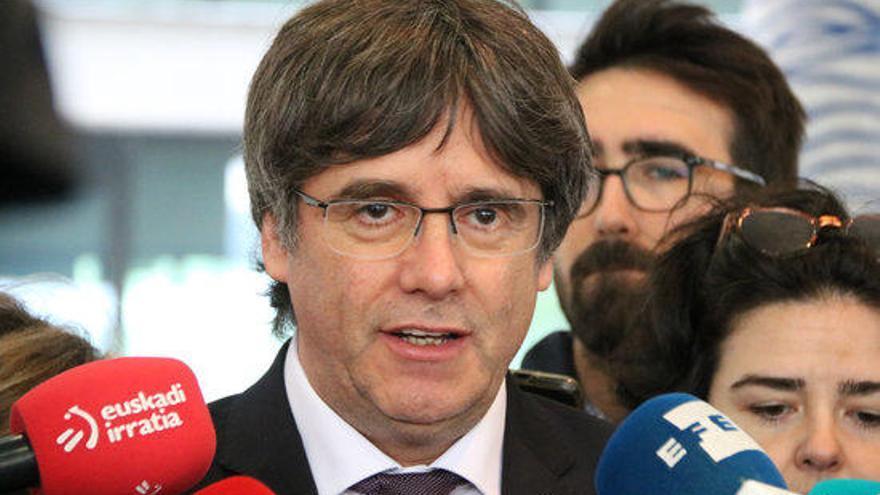 Puigdemont afronta la vista per l'euroordre confiant que el jutge posposarà el judici