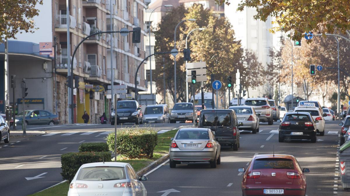 Vehículos circulan por Zamora.