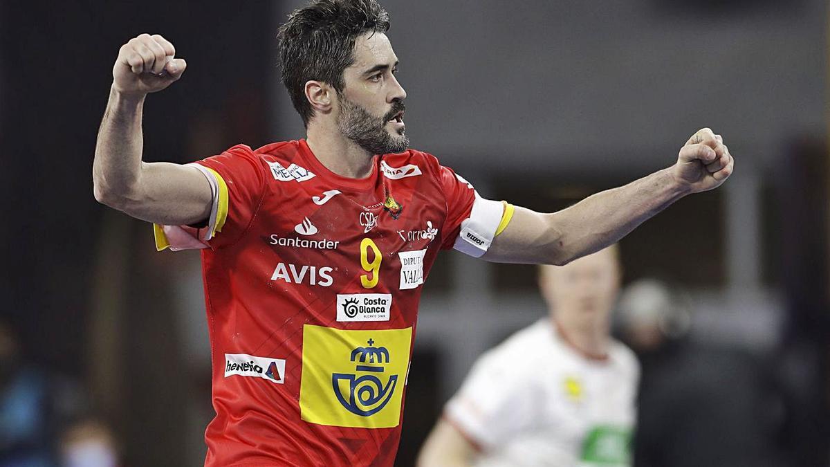 Raúl Entrerríos celebra uno de los goles de España ante Alemania. |  // EFE