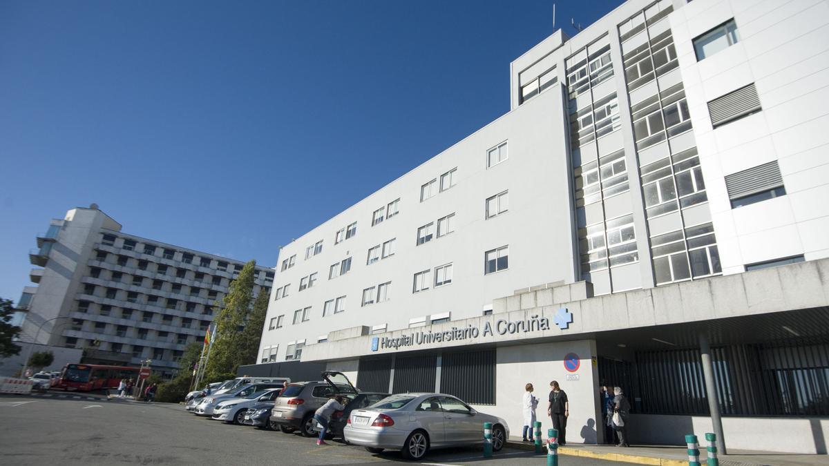 Uno de los accesos al Hospital Universitario de A Coruña. / Casteleiro/RollerAgencia