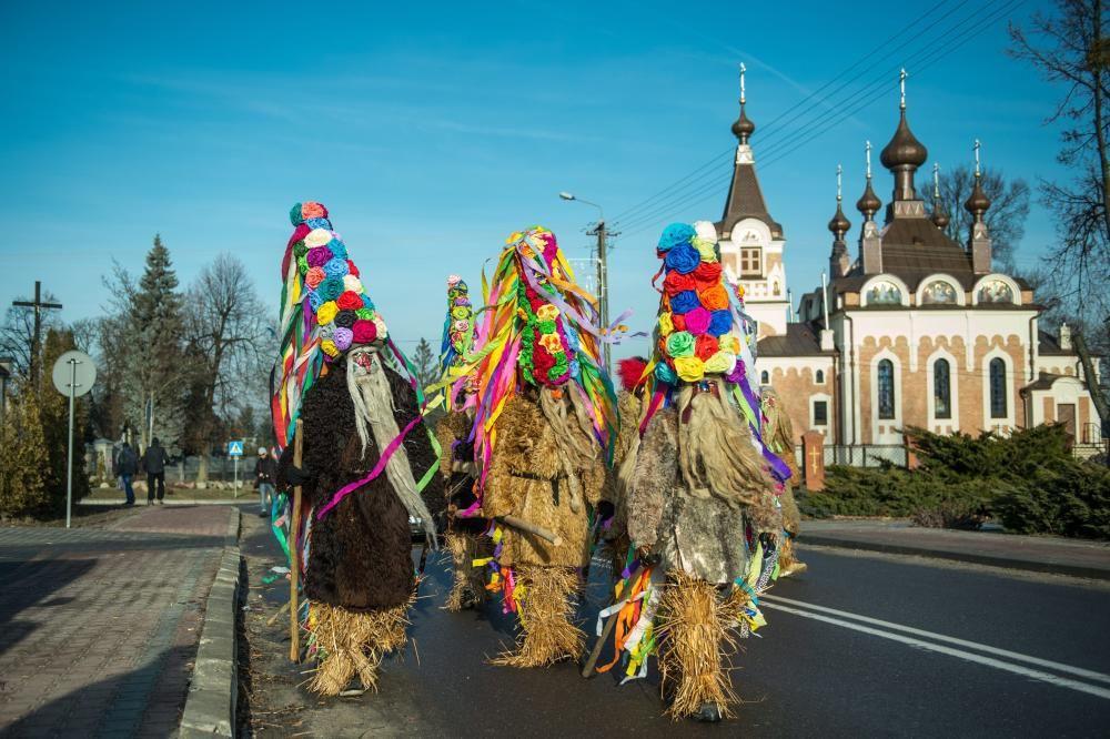 Festival de barbudos en Slawatycze, Polonia, tradición local de fin de año.