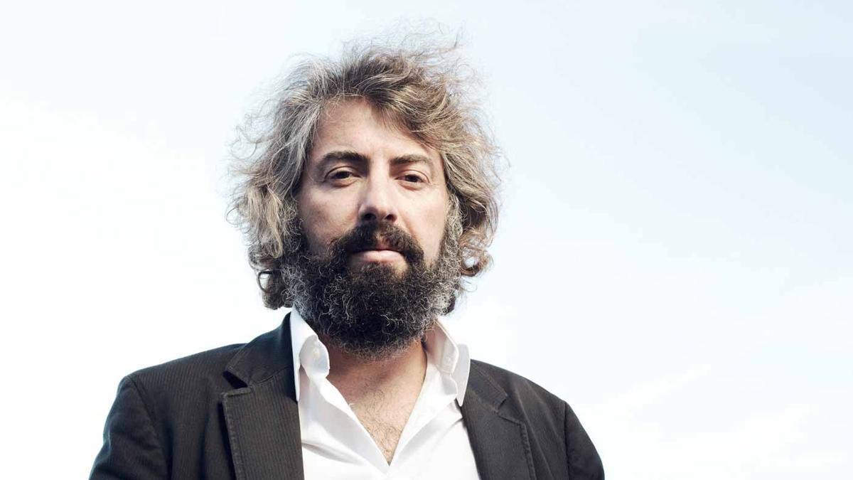 Sr. Chinarro actuará en Nudo Beach el 9 de mayo, siendo uno de los grandes atractivos de esta edición.