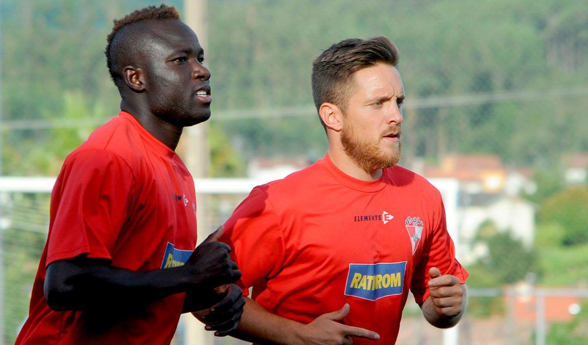 Oumar Sidibé, ayer entrenando con sus compañeros del Arosa