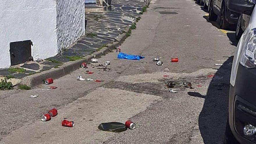 Cadaqués denuncia l'acumulació de deixalles