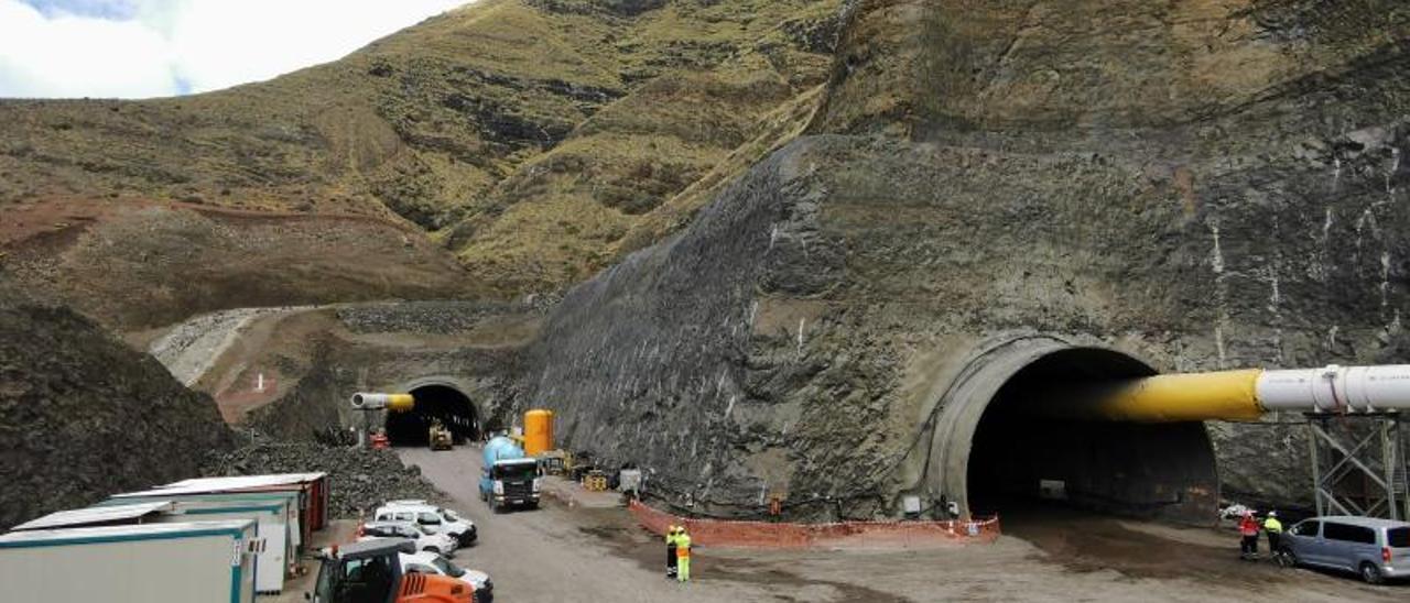 Los dos túneles de Faneque, que ya cuenta con dos kilómetros excavados.  | | LP/DLP