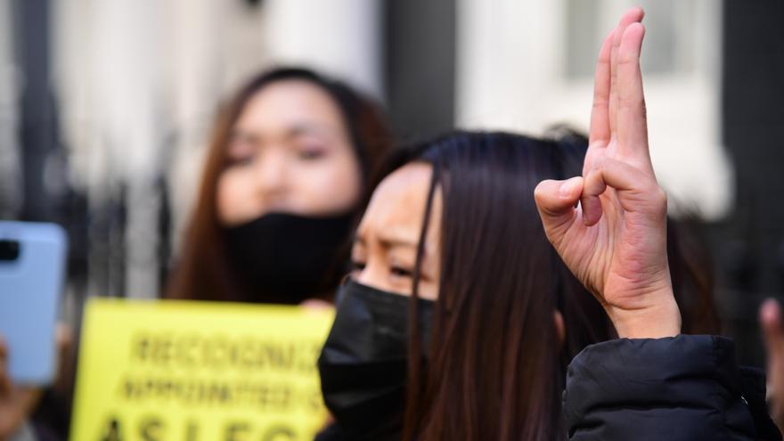 Los militares birmanos declaran la ley marcial en una ciudad rebelde