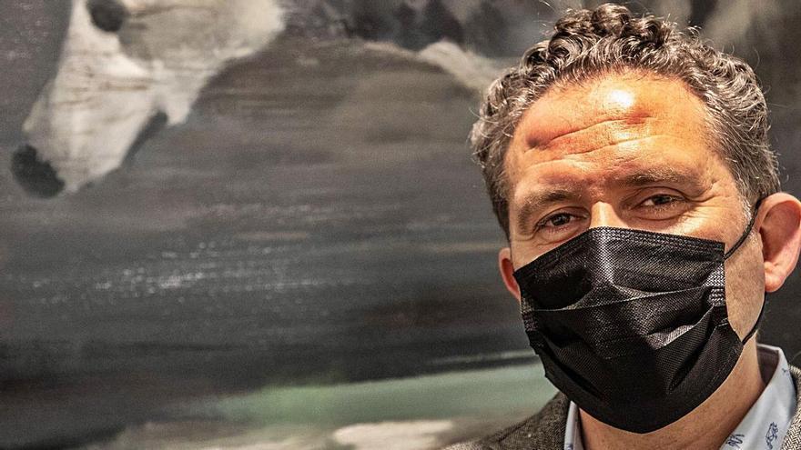 """Isidoro Moreno expone en Zamora: """"Mis cuadros son fruto de una investigación y proceso largos"""""""