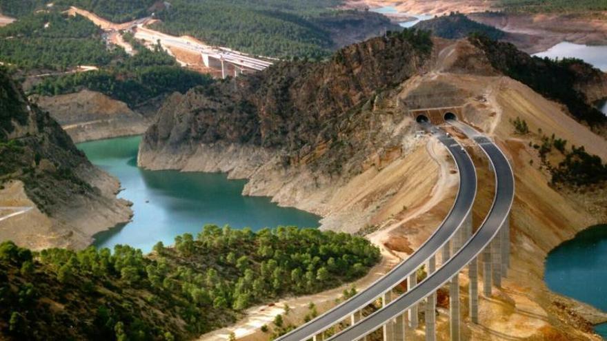 Infraestructuras: Décadas para ir a Madrid y de espaldas al mediterráneo