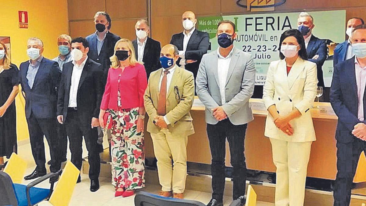 Representantes de los concesionarios, el parque empresarial de Agrela, la Xunta y el Concello.   | // LA OPINIÓN