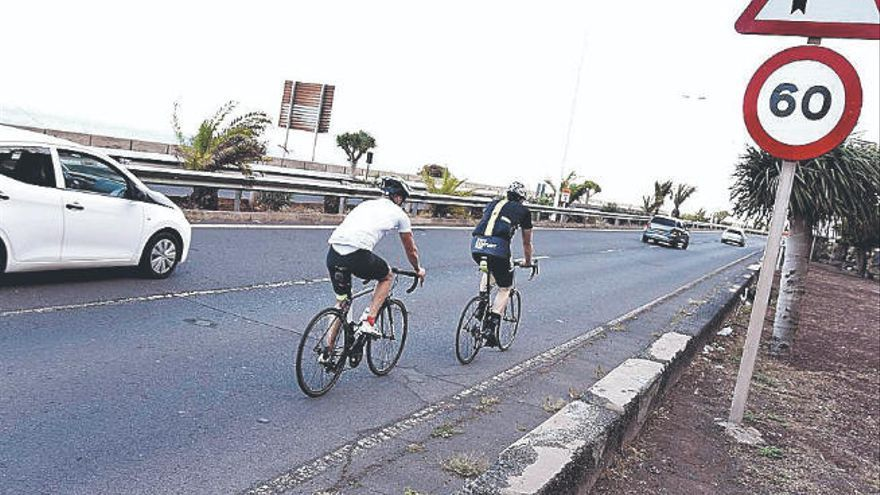 Un ciclista, herido al colisionar con un vehículo en La Laguna