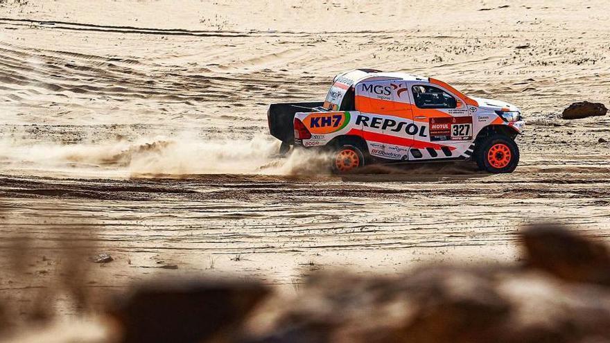 Les avaries no minven l'ànim dels pilots de la Catalunya Central en un Dakar dur