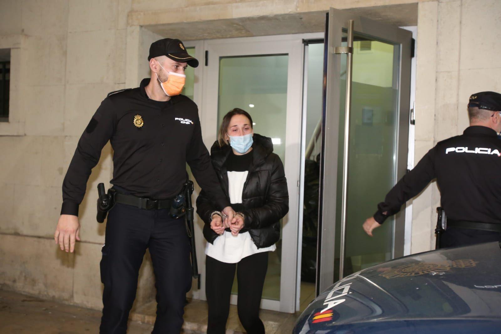 El jurado declara culpable de asesinato a la acusada de matar en Elda al hijo de su pareja